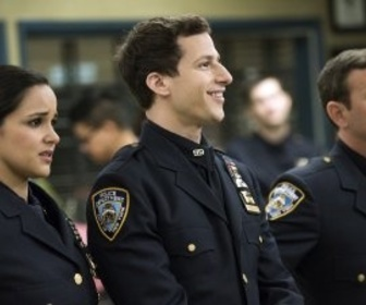Replay Brooklyn 99 - S3 E2 : L'enterrement