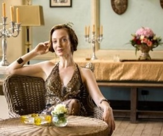 Replay Indian Summers - S2 E4 : Le défilé